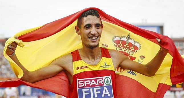 Ilias Fifa of Spain celebrates after winning the men's 5,000m final of the European Athletics Championships at the Olympic Stadium in Amsterdam, Netherlands, 10 July 2016 (EPA Photo)