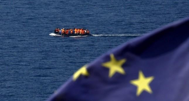 اليونان يشدد إجراءاته الأمنية البحرية وتبني حاجزاً عائماً شمال جزيرة ليسبوس