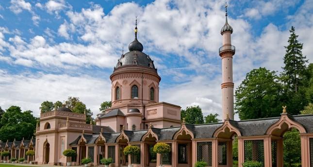 المسجد الوردي في قصر شفيتزنجين، ألمانيا صباح