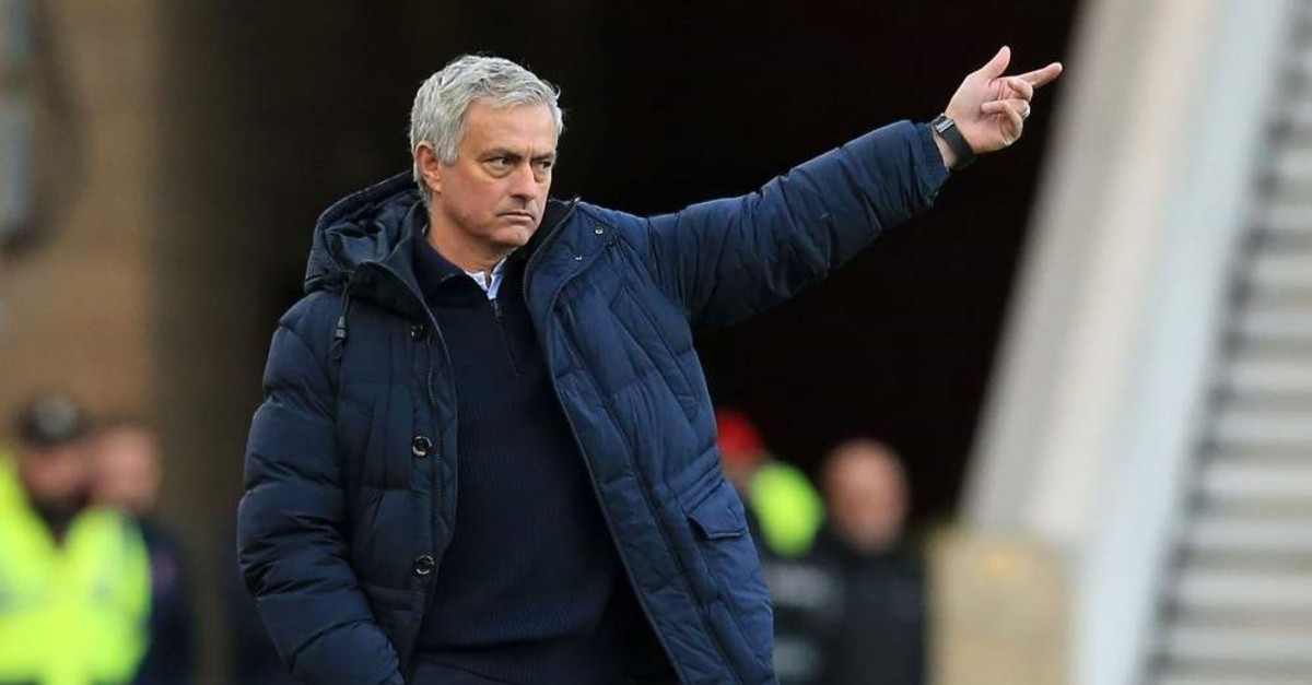 Mourinho gestures on the touchline during the FA cup match against Middlesbrough, Jan. 5, 2020. (AFP Photo)