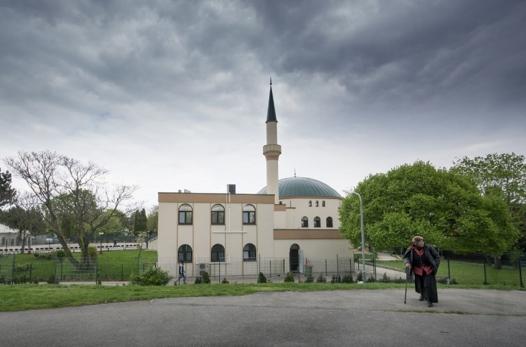 A Muslim woman walks by a mosque at the Vienna Islamic Center on April 14th 2017. (AFP Photo)