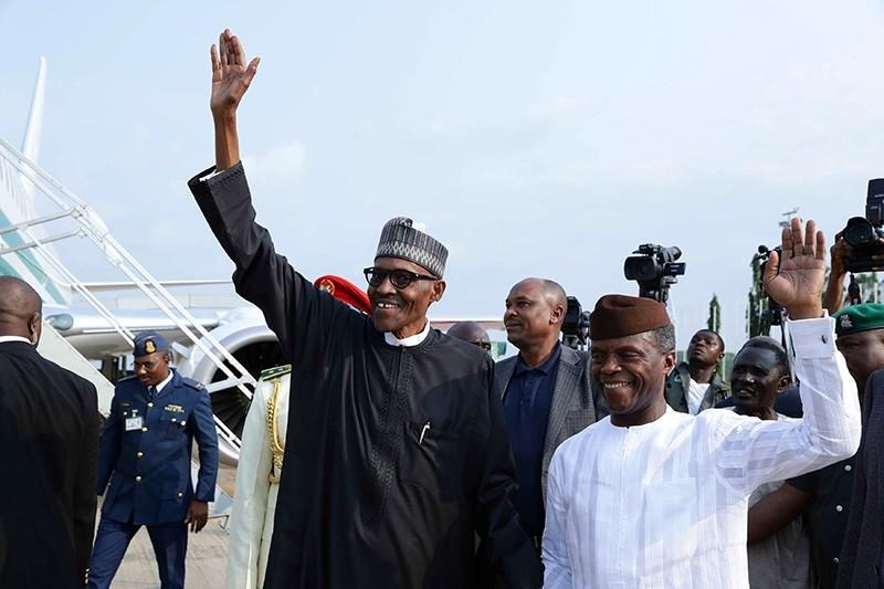 Nigeria's President Muhammadu Buhari and Vice Prsident Yemi Osinbajo wave at Nnamdi Azikiwe airport in Abuja, Nigeria August 19, 2017 (Reuters Photo)