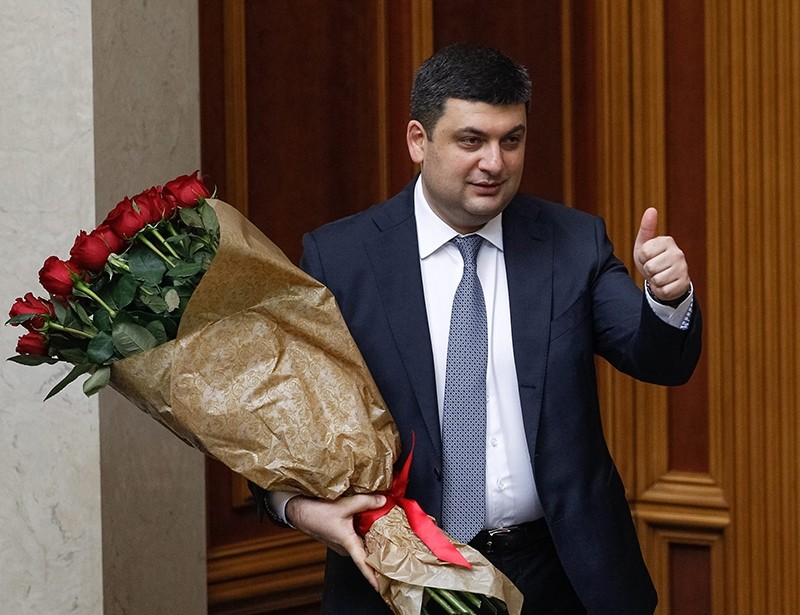 Newly elected Ukrainian Prime Minister Volodymyr Groysman holds flowers during a session of Ukrainian Parliament in Kiev, Ukraine, April 14, 2016. (EPA Photo)
