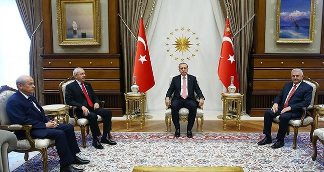Präsident Erdoğan trifft sich mit Parteichefs in Ankara