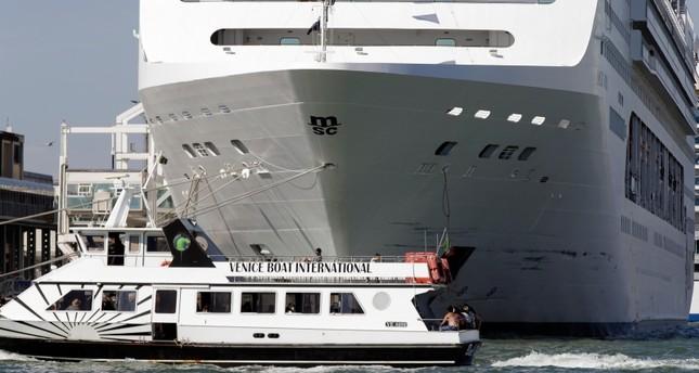 وزير النقل الإيطالي يطالب بحظر حركة البواخر السياحية في البندقية