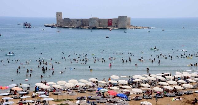 قلعة الفتاة Kızkalesi كما تبدو من شاطئ مرسين الأناضول