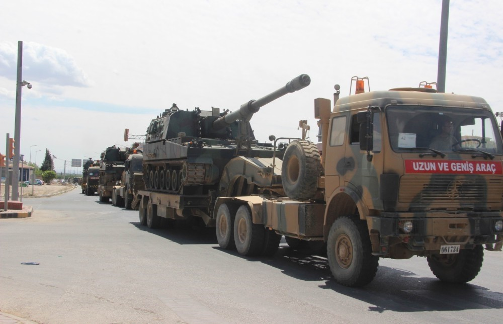 Turkish howitzers on the way of southern Kilis province, near Syria's northern Afrin region.