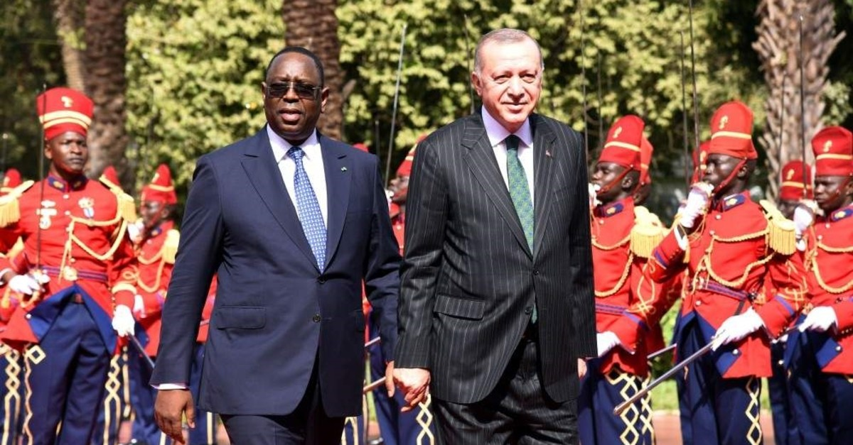 President Recep Tayyip Erdo?an (R) walks with Senegalese President Macky Sall while being honored by the Presidential Guard at the Palace of the Republic of Dakar, on his official visit to Senegal, Jan. 28, 2020. (AFP Photo)