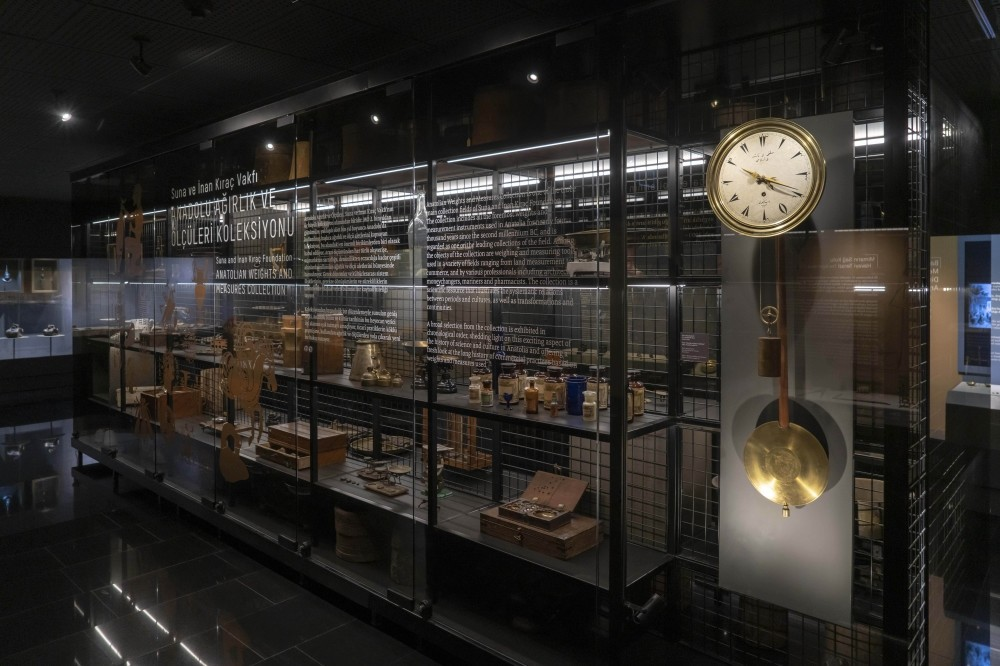 The clock, whose pendulum was repaired and restored thanks to this project bringing together two veteran names, awaits visitors at the Anatolian Weights and Measures collection at Pera Museum.