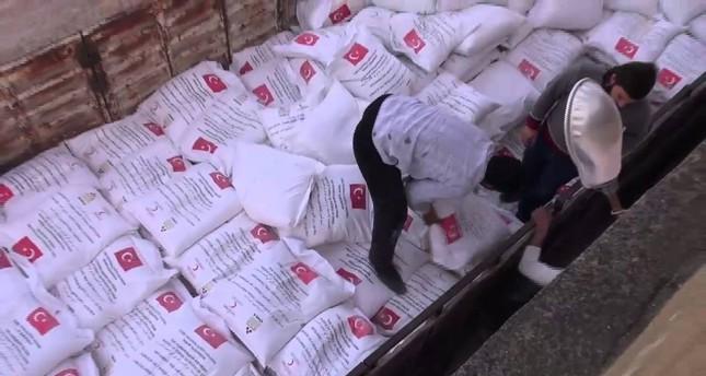 الهلال الأحمر التركي: نعتزم إيصال 300 طن طحين يوميا إلى سوريا