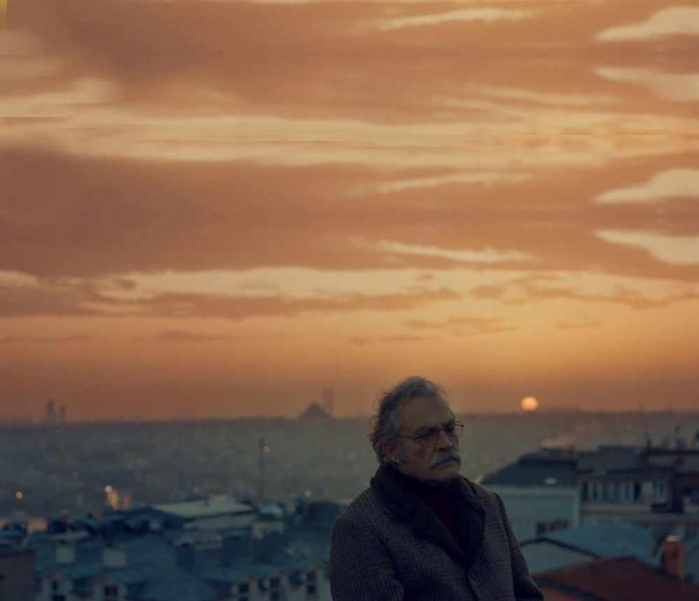 Haluk Bilginer, playing Agah, with his perfect diction, signifies a particular type of Beyou011flu/Niu015fantau015fu0131 gentleman that is hard to come by these days.