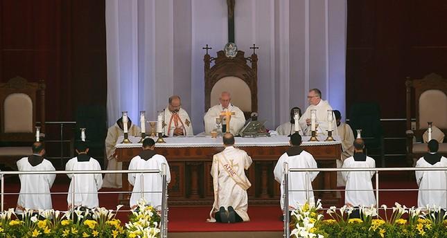 بابا الفاتيكان يترأس قداسًا دينياً جنوبي القاهرة