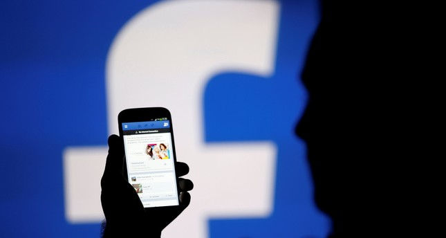 Facebook to emphasize friends, not news, in series of changes
