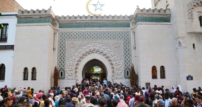 مسيرة بمشاركة سياسيين فرنسيين ضد الإسلاموفوبيا في باريس تحت شعار كفى