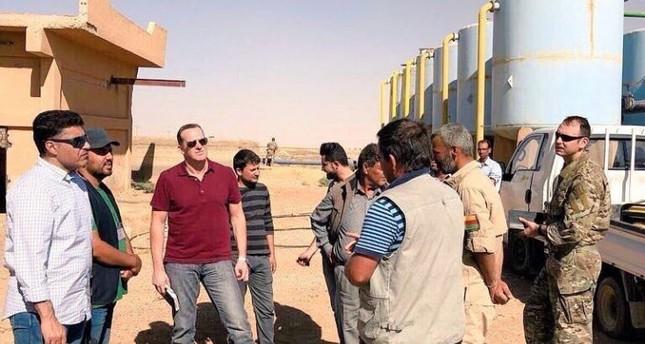 الوزير السعودي ثامر السبهان في الرقة بعد دحر داعش منها (يسار)
