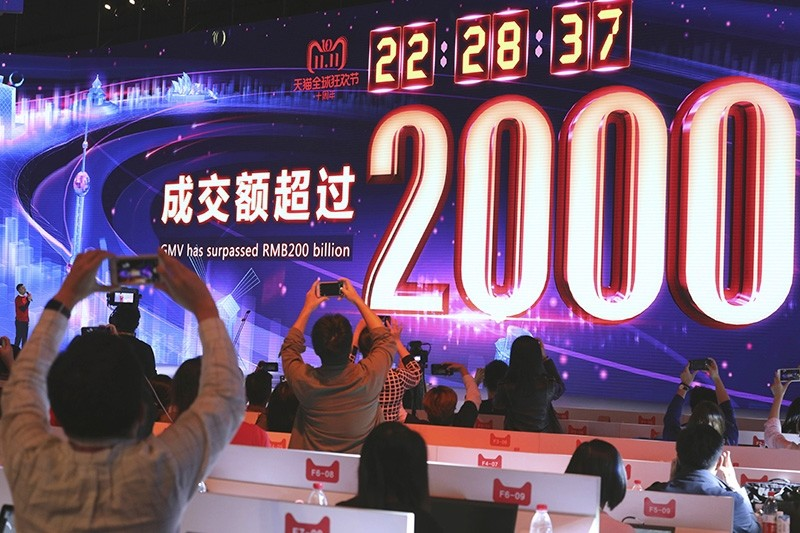 Journalists record the moment after Alibaba's 11.11 Global Shopping Festival also known as Singles Day breaks the RMB200 billion or US$28.75 billion mark near the end of the 24 hours online shopping event in Shanghai, China, Nov. 11, 2018. (AP Photo)