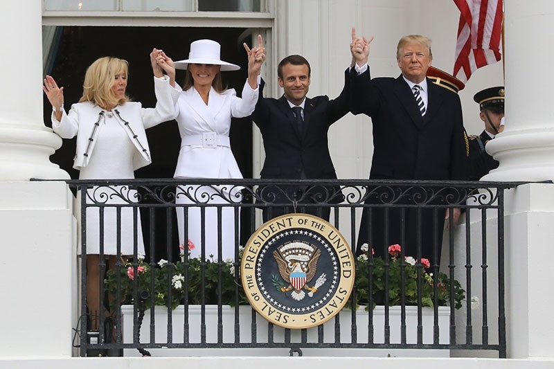 French President Emmanuel Macron (2nd L), U.S. President Donald Trump (R), First Lady Melania Trump (2nd L) and Brigitte Macron salute the crowd from the balcony during a state welcome at the White House in Washington, on April 24, 2018. (AFP Photo)