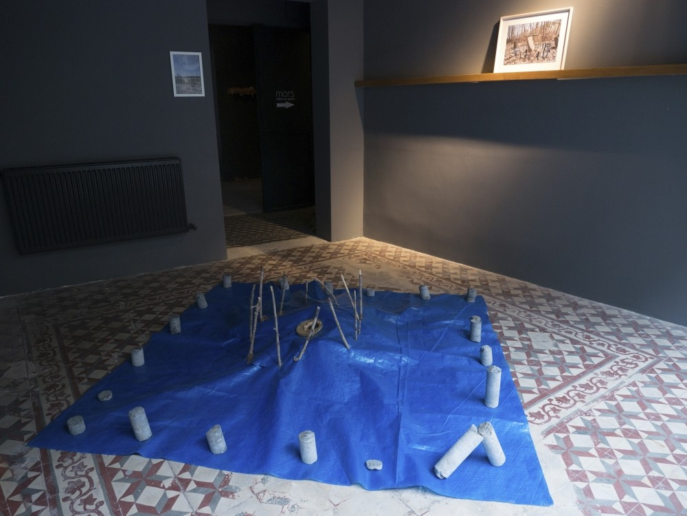 Neslihan Koyuncuu2019s art installation seems to be inspired by a central Anatolian ritual. The color blue dominates it and its intensity leaves a strong impression on the viewer.