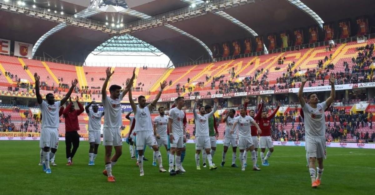 Sivasspor players celebrate their victory against Istikbal Mobilya Kayserispor, Kayseri, Nov. 24, 2019. (AA Photo)