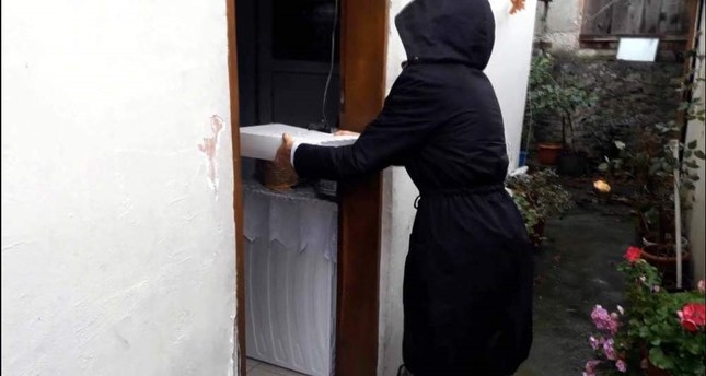 Istanbul's Robin Hood sent wedding gifts to a woman who wanted to marry off her son via one of his fellow aides, seen in the photo dressed in black. DHA Photo