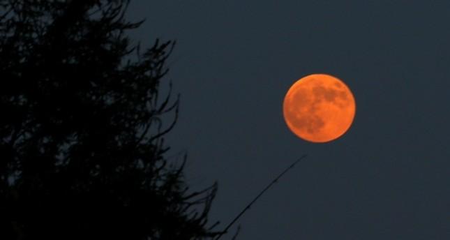 Blood moon as seen from Antalya (AA Photo)