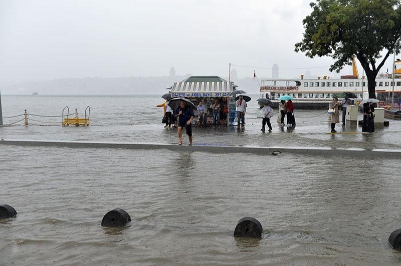 Heavy rain causes flooding in u00dcsku00fcdar district, Istanbul, Turkey.