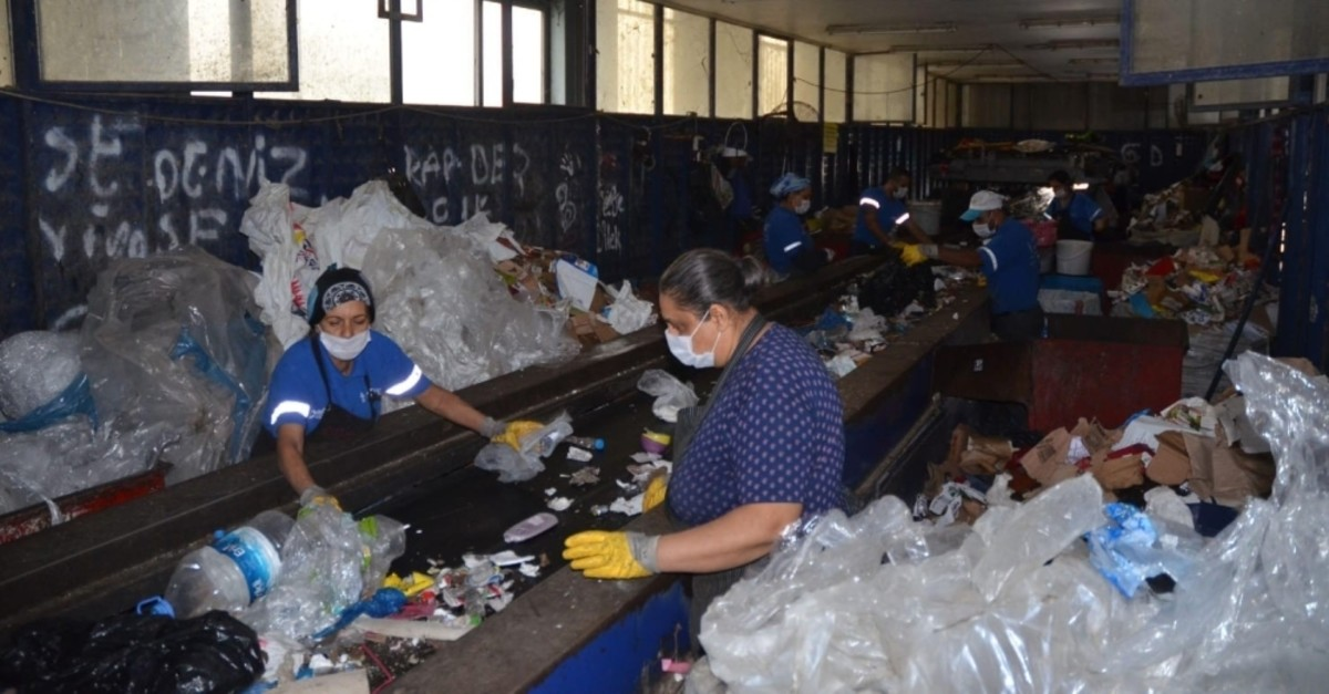 Workers sort plastic waste at a facility in Kuu015fadasu0131, Aydu0131n. (IHA Photo)