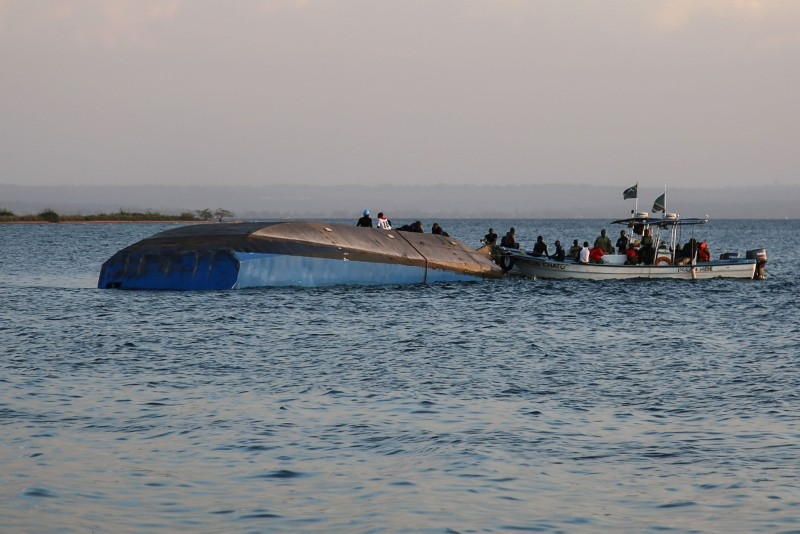 Investigators on boat work on the capsized ferry MV Nyerere in Lake Victoria, Tanzania, on September 21, 2018. (AFP Photo)