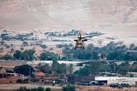 المروحية التي أقلت رئيس الوزراء الإسرائلي بنيامين نتنياهو في منطقة الأغوار (الفرنسية)