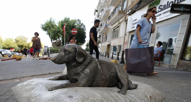 The statue of Tarçın, a street dog who once wandered the streets of Moda.