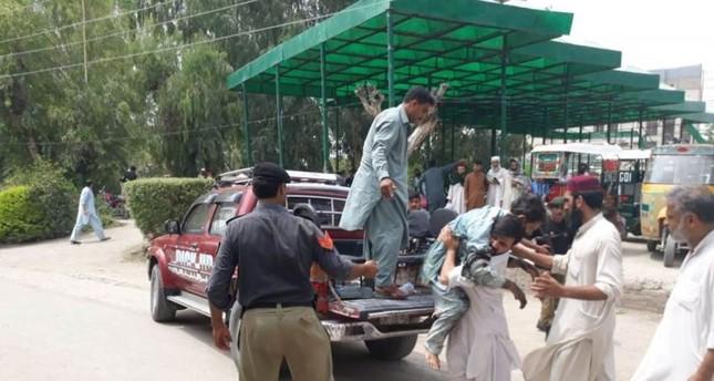 20 قتيلا وأكثر من 40 إصابة في هجوم بقنبلة استهدف لقاء انتخابيا غرب باكستان