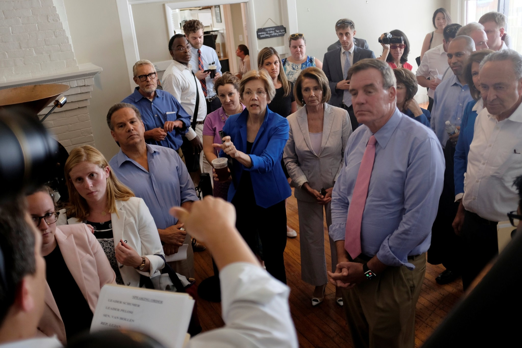 US senators huddle together in a coffee shop before unveiling the Democratic party's ,A Better Deal, for working Americans in Berryville, Virginia, U.S., July 24, 2017. (REUTERS Photo)
