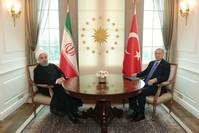 أردوغان وروحاني قبيل ثنائي بقصر تشاقايا في أنقرة (الأناضول)