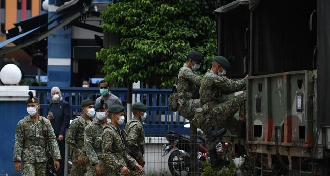 الجيش الماليزي ينتشر في عموم البلاد لتطبيق التدابير الحكومية بشأن كورونا