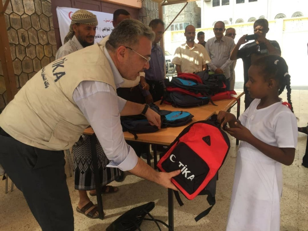 Tu0130KA officials hand out school bags with stationery sets to Yemeni children in Aden in October 2018.