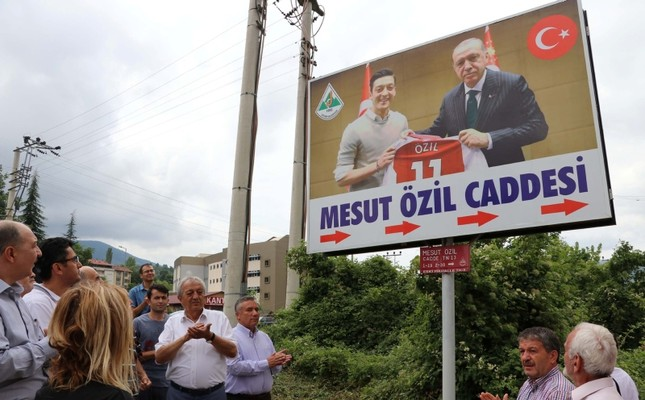 'Özil Street' in Turkey puts up sign with star's picture with Erdoğan after racism row