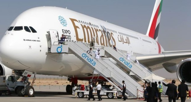 طيران الإمارات يطرد مراهقاً مريضاً من إحدى رحلاته المتجهة لفرنسا
