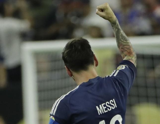 Record-breaker Messi fires Argentina into Copa America final