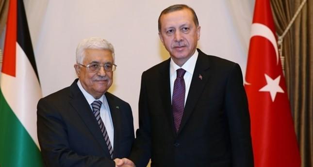 Palestinian President Mahmoud Abbas (L) and President Recep Tayyip Erdoğan
