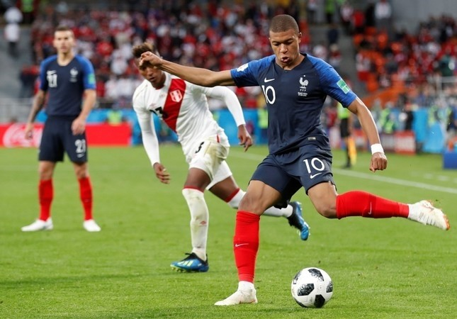 Kylian Mbappu00e9 of France in action during the FIFA World Cup 2018 group C preliminary round soccer match between France and Peru in Ekaterinburg, Russia, 21 June 2018. (EPA Photo)