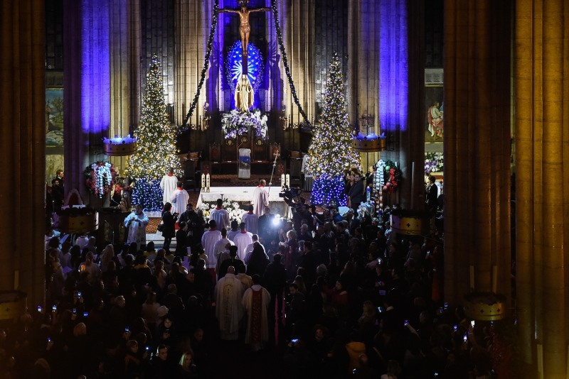 Christians attend Christmas Eve mass at Saint Antoine Church in Istanbul's Beyou011flu district, Dec. 24, 2018. (DHA Photo)