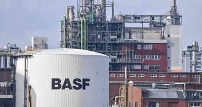 pDer Chemiekonzern BASF hat die Auslieferung von einem gesundheitsschädlichen Produkt für Matratzen gestoppt. BASF habe die betroffenen Kunden informiert, teilte das Unternehmen am Mittwoch mit.br...