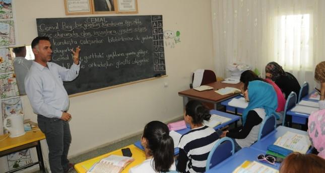 طلاب سوريون في مدرسة تركية من الأرشيف