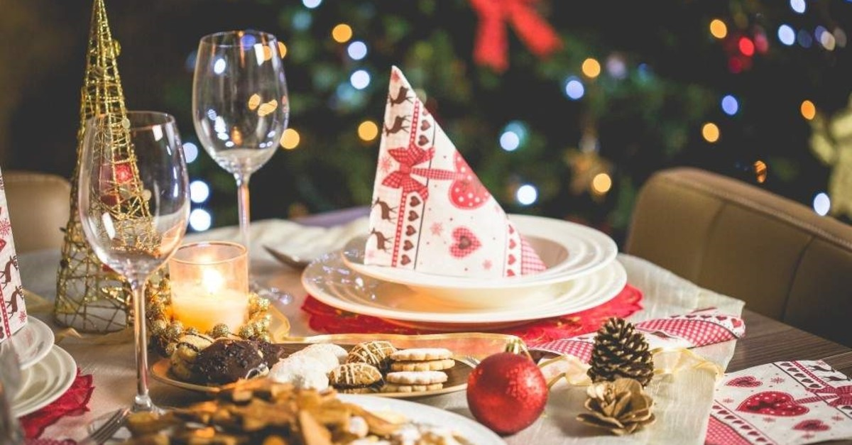 Enjoy traditional holiday meals and party with fellow expats this Christmas.