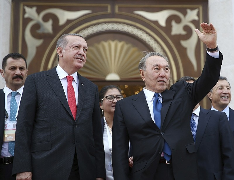 President Recep Tayyip Erdou011fan (L looks on as Kazakstan's President Nursultan Nazarbayev, right, waves to supporters following their meeting in Astana, Kazakhstan, Sept. 9, 2017. (AP Photo)