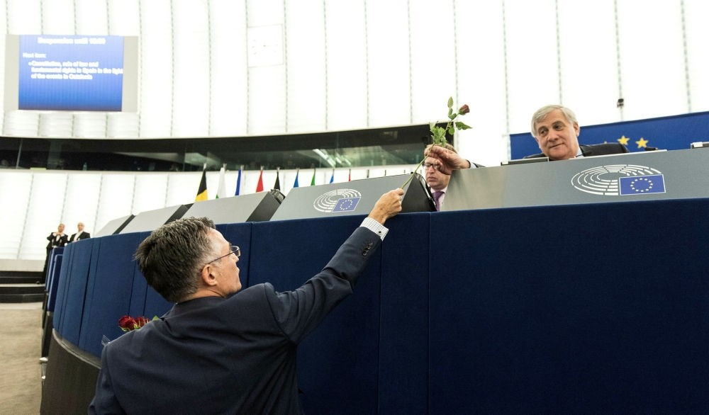 Catalan Deputy Ramon Tremosa of Convergencia i unio party hands a rose to European Parliament President Antonio Tajani in Strasbourg, Oct. 4.