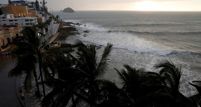 Palm trees waves in Mazatlan as Hurricane Willa approaches the Pacific beach resort, Mexico October 23, 2018. Reuters Photo