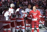 بوتين يقود فريقه للفوز بمباراة هوكي ودية بمدينة سوتشي