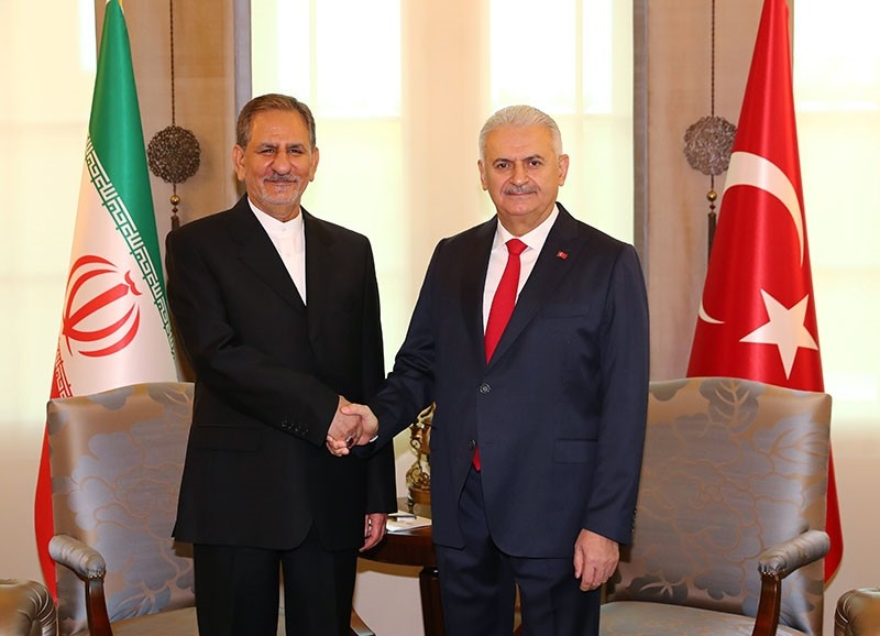 Turkish Prime Minister Binali Yu0131ldu0131ru0131m (R) shake hands with Iranian First Vice President Eshaq Jahangiri as they pose for the media during a welcome ceromony in Ankara, Turkey, Oct. 19, 2017. (PM Media Office)
