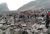 Nach einem großen Erdrutsch werden in China mindestens 141 Dorfbewohner unter den Geröllmassen vermisst. Das Unglück passierte am Morgen im Kreis Mao in der südwestchinesischen Provinz...